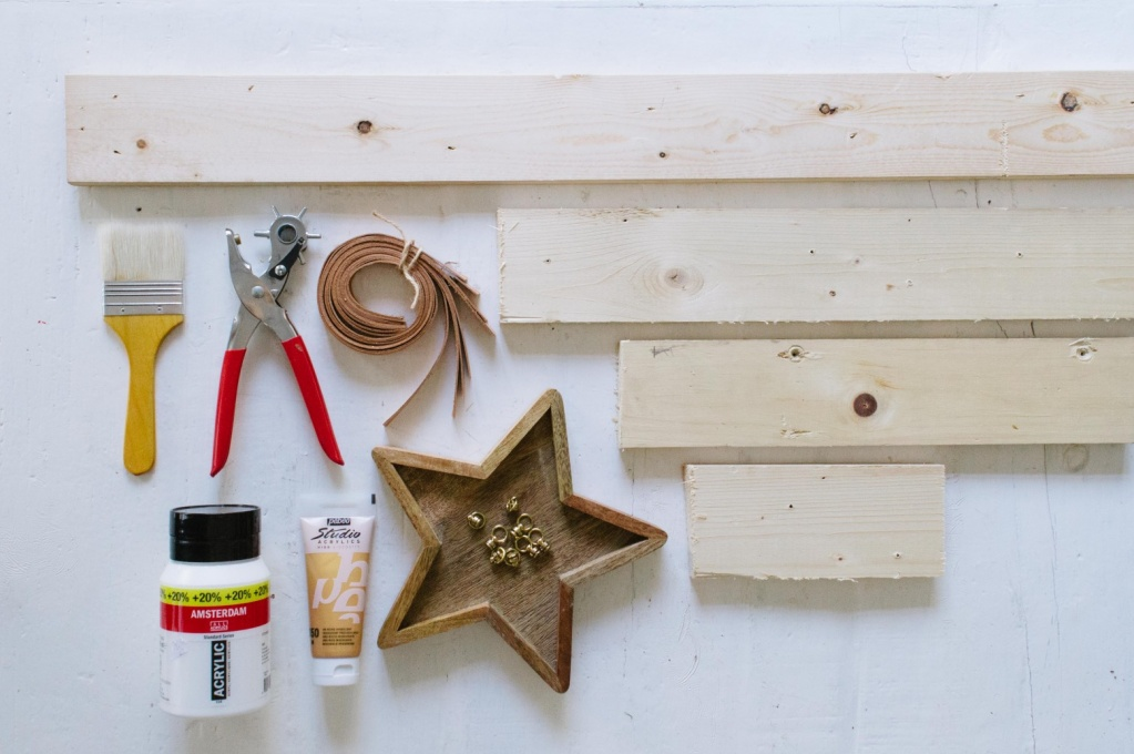 Christmas-Tree-Shelf-1-778x517@2x.jpg